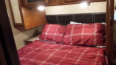 Click image for larger version  Name:312QBUD Inside Bed2.jpg Views:193 Size:263.5 KB ID:60109