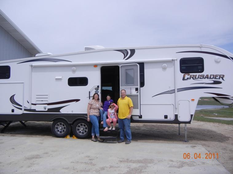 Click image for larger version  Name:Family and Camper.jpg Views:98 Size:44.5 KB ID:6126