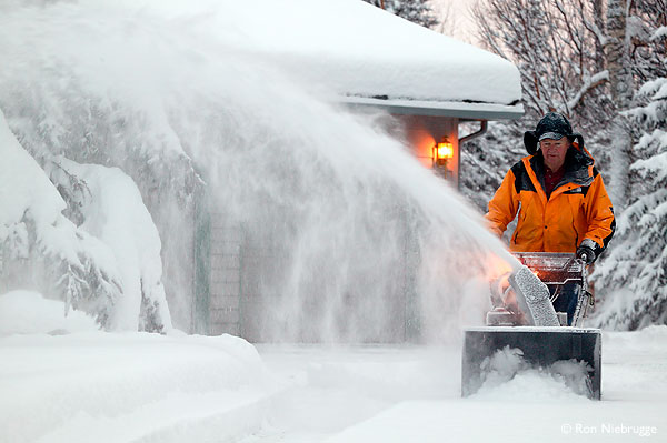 Click image for larger version  Name:snowblowing.jpg Views:178 Size:50.9 KB ID:65420