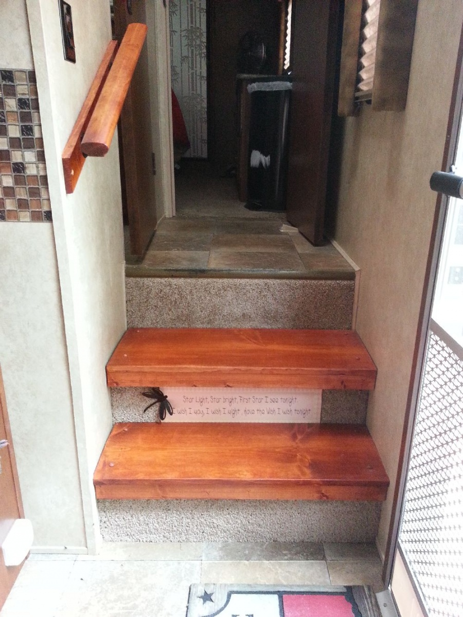 Click image for larger version  Name:handrail.jpg Views:101 Size:371.5 KB ID:67571