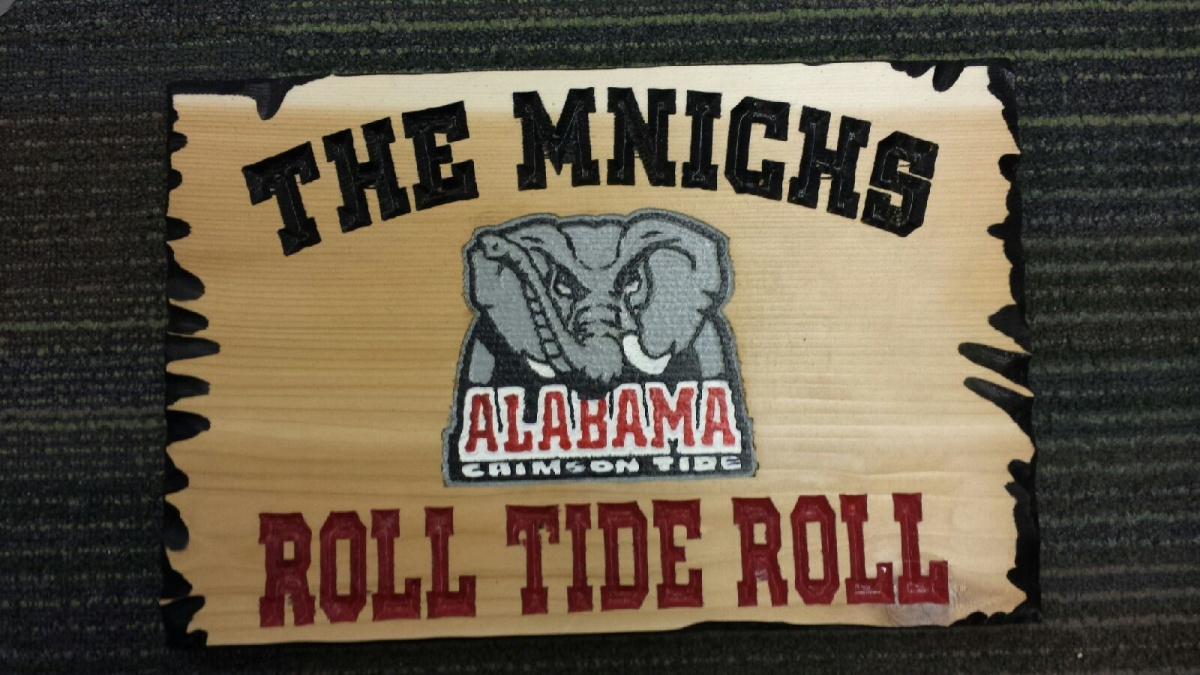 Click image for larger version  Name:the mnichs bama wood sign.jpg Views:373 Size:286.6 KB ID:67688