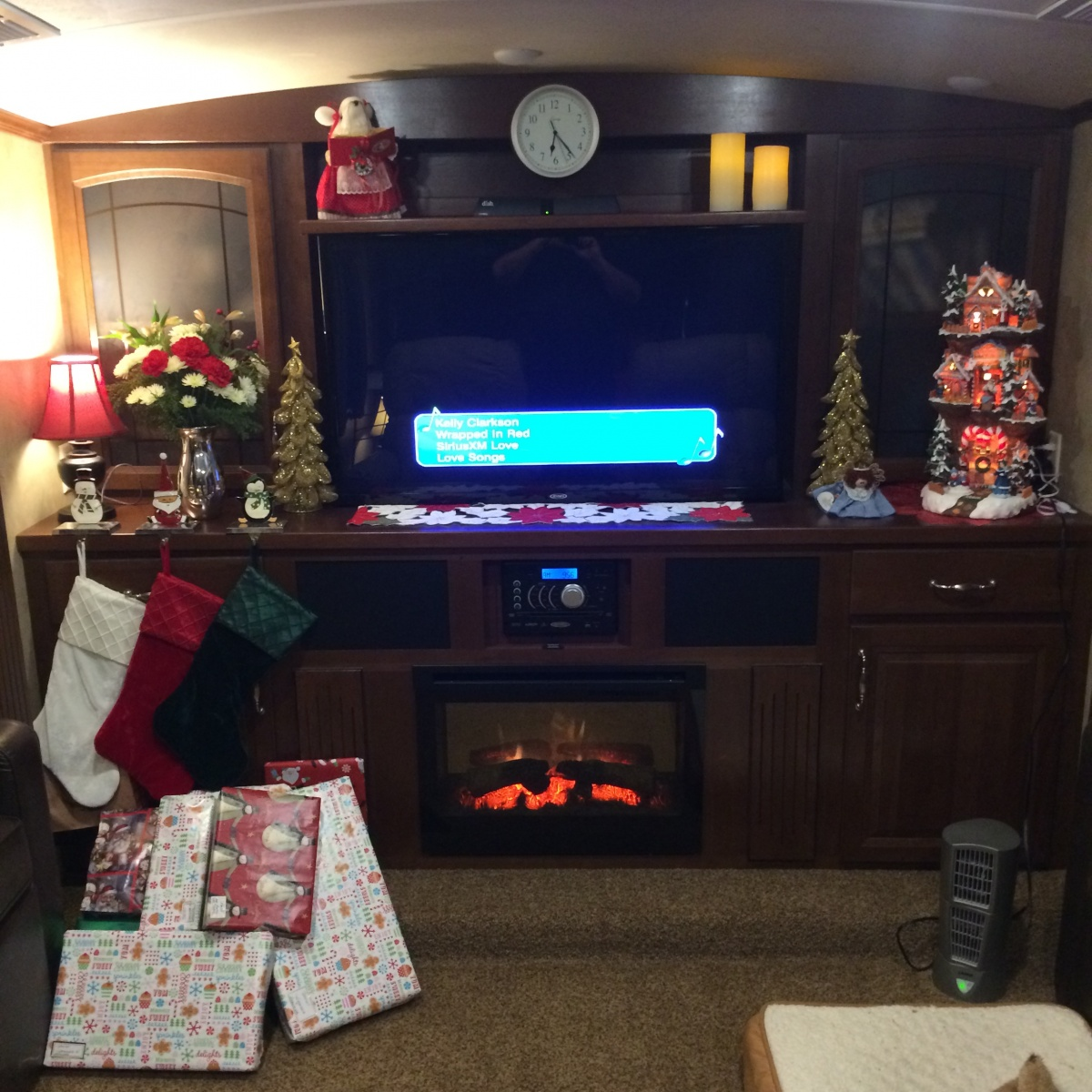 Click image for larger version  Name:38FL Christmas.jpg Views:96 Size:388.4 KB ID:67822
