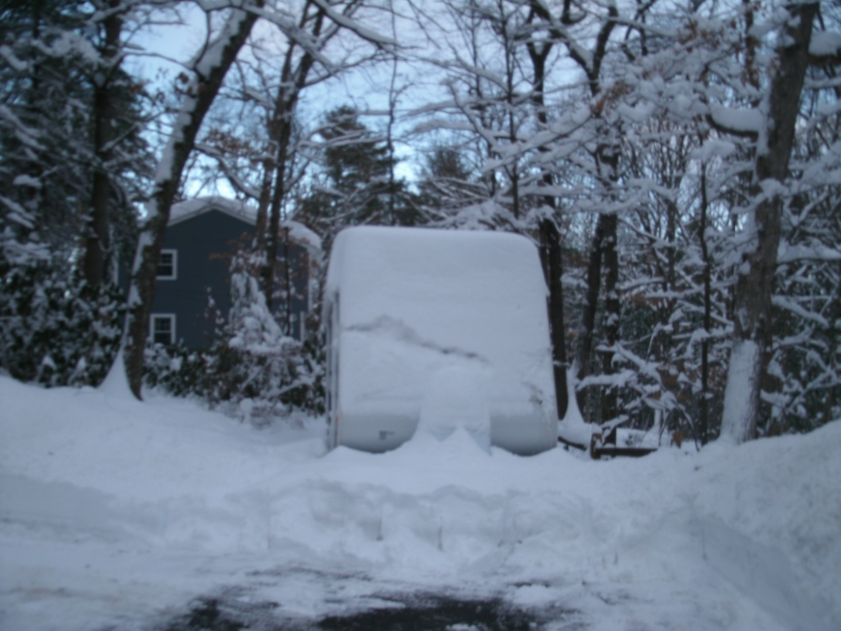 Click image for larger version  Name:Camper-look at the snow above the roof line.jpg Views:77 Size:282.5 KB ID:70207