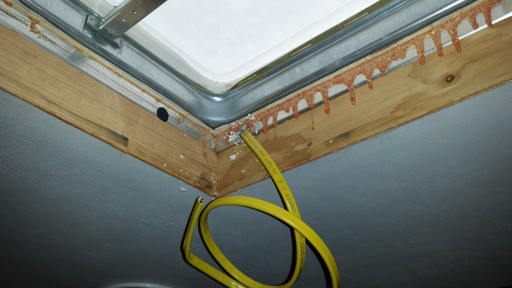 Click image for larger version  Name:inside vent with snaked wire.jpg Views:112 Size:267.0 KB ID:71040