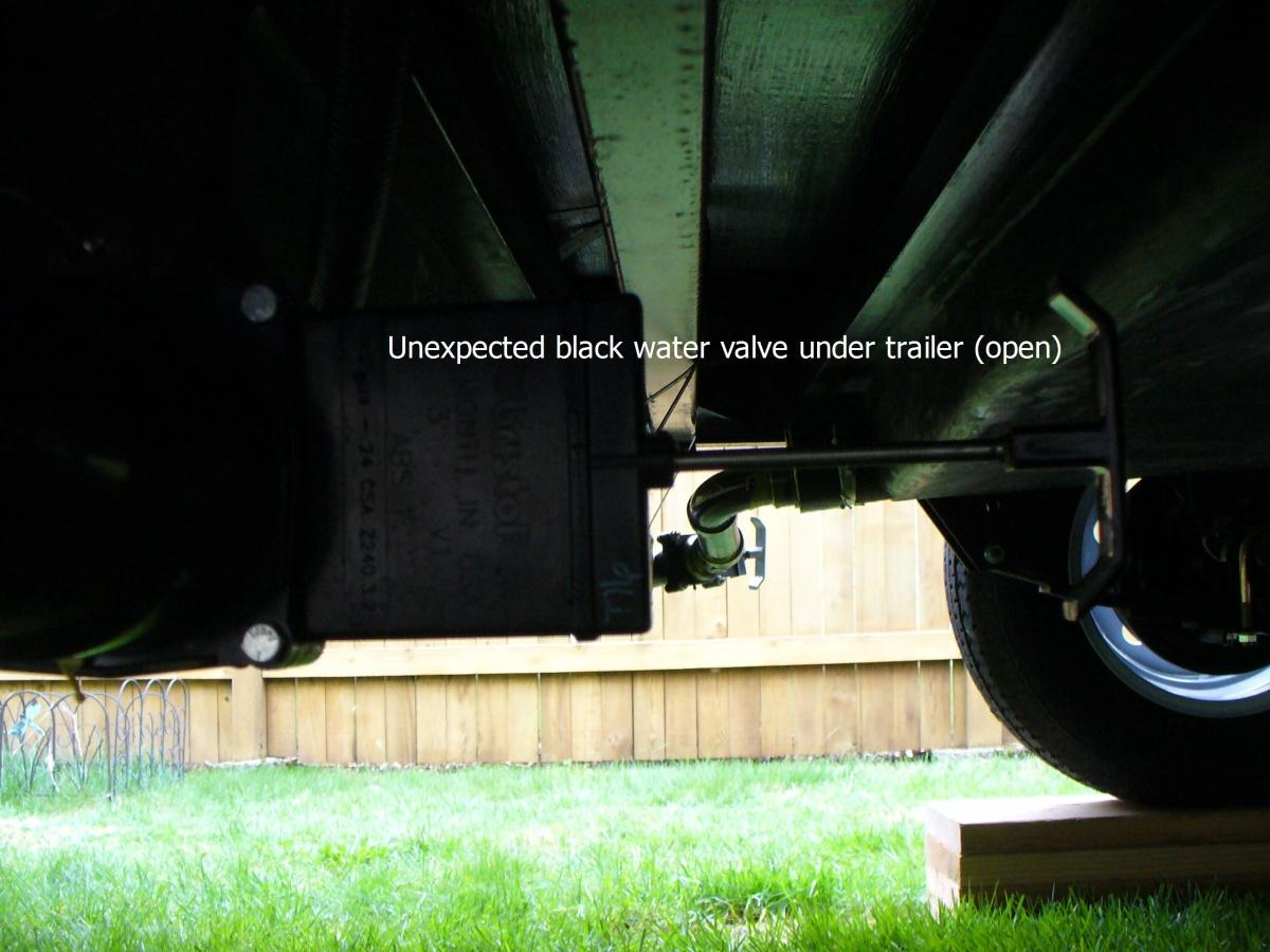Click image for larger version  Name:2 black water valves.1.jpg Views:122 Size:302.5 KB ID:72588