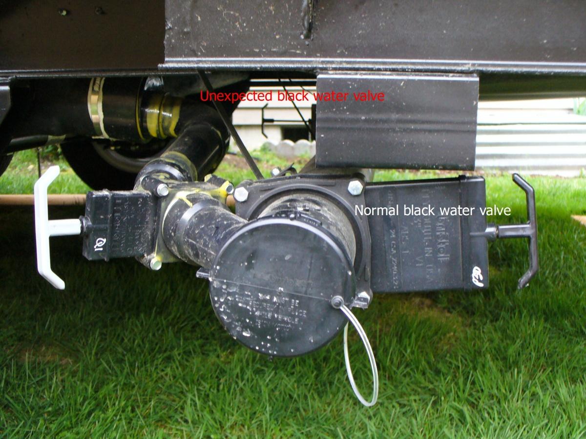 Click image for larger version  Name:2 black water valves.3.jpg Views:126 Size:408.3 KB ID:72590