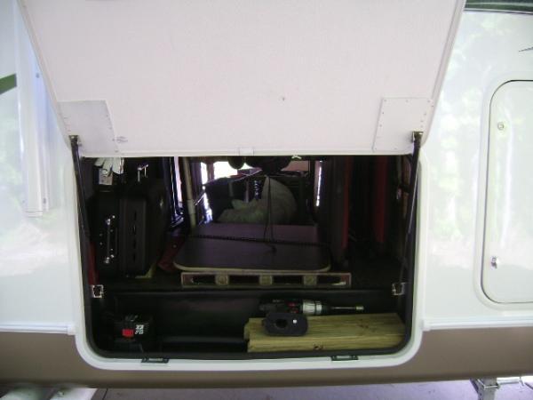 Click image for larger version  Name:Passenger side storage  struts.JPG Views:131 Size:93.4 KB ID:74324