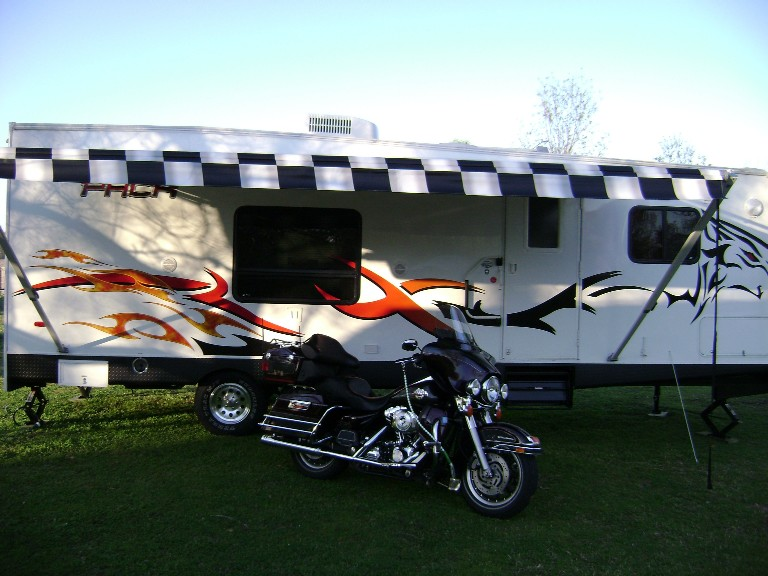 Click image for larger version  Name:camper01small.jpg Views:152 Size:109.0 KB ID:756