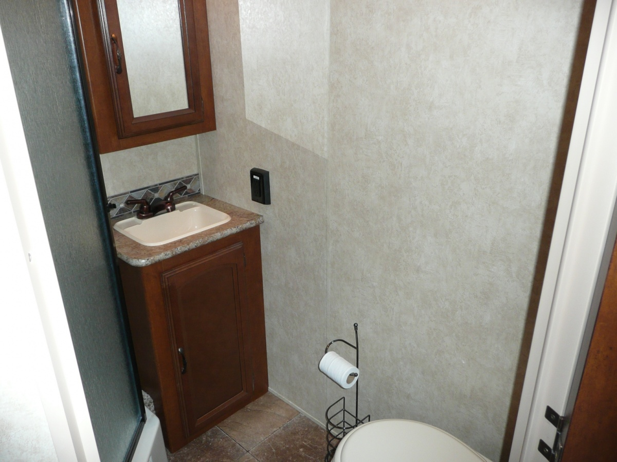 Click image for larger version  Name:Bathroom.jpg Views:110 Size:283.4 KB ID:81541
