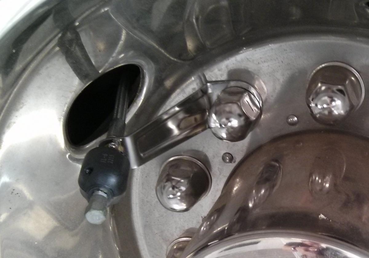 Click image for larger version  Name:valve stem bracket.jpg Views:82 Size:242.1 KB ID:84877