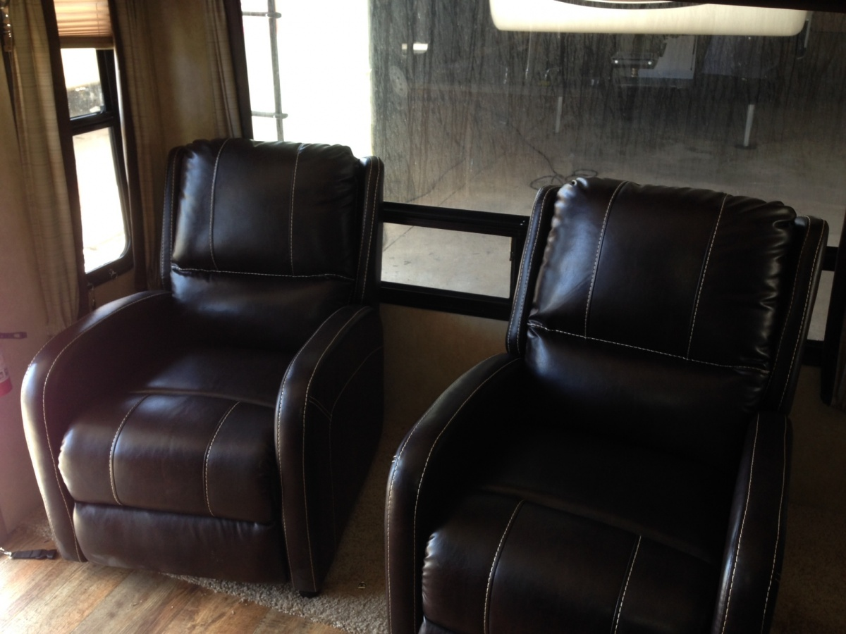 Click image for larger version  Name:Recliners2.jpg Views:125 Size:227.0 KB ID:84902