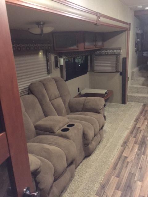 Click image for larger version  Name:zzzzzzzzzzzzzzzzzzzzzzz couch 2.JPG Views:80 Size:105.7 KB ID:86660
