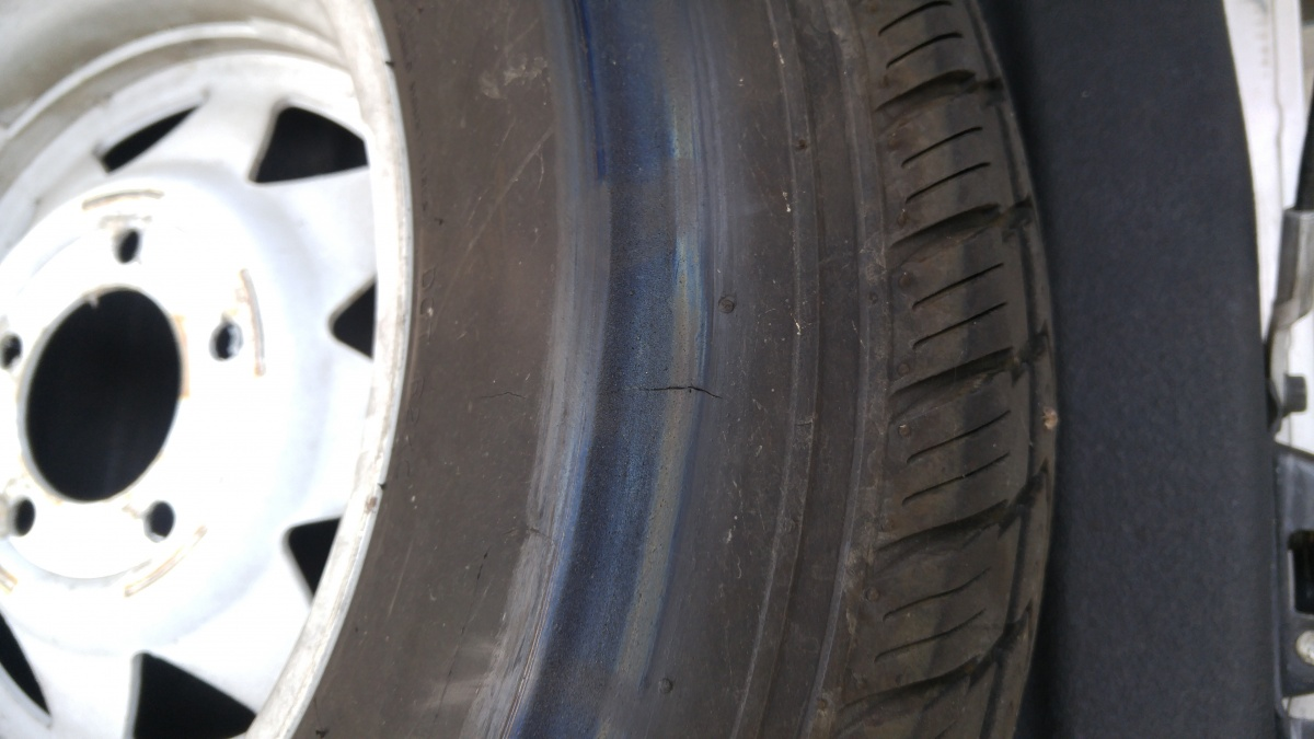 Click image for larger version  Name:tire 1 rub mark.jpg Views:162 Size:187.1 KB ID:87042