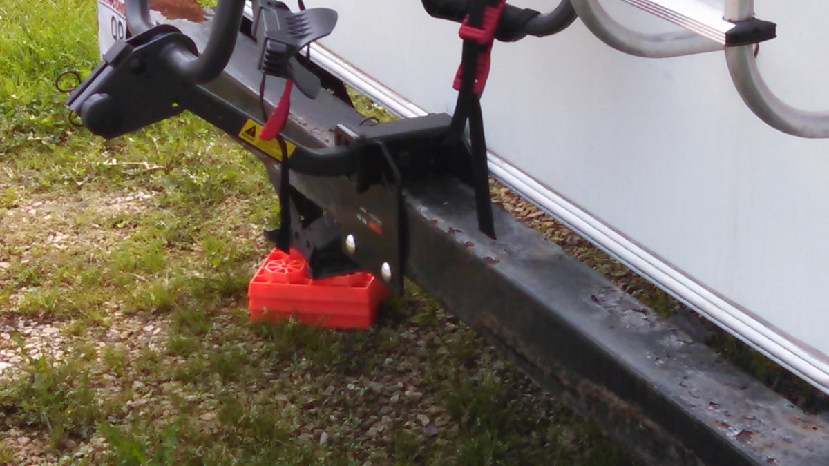 Click image for larger version  Name:Curt Bumper mount.jpg Views:102 Size:251.1 KB ID:88088