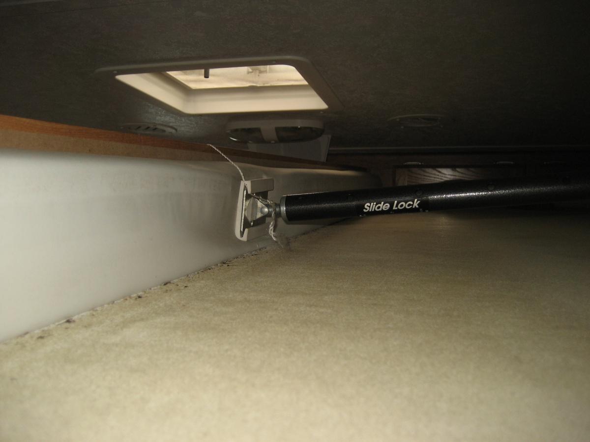 Click image for larger version  Name:Camper Slide Braces 003.jpg Views:75 Size:219.1 KB ID:88108
