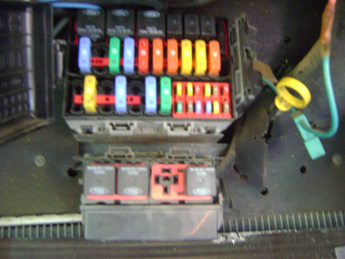 Click image for larger version  Name:pics.of.dash.fuses.on.Georgetown.10.13.2015 001.jpg Views:198 Size:335.3 KB ID:91388