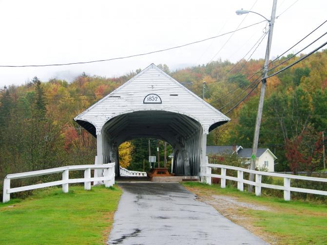 Click image for larger version  Name:9-28-11 Covered Bridge Littleton NH Trip to Maine  from canon 403 (1).jpg Views:98 Size:54.6 KB ID:9182