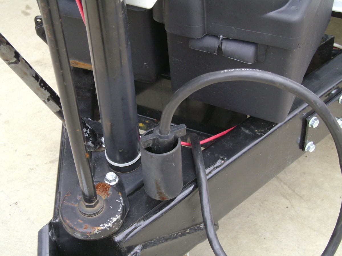 Click image for larger version  Name:Holder with open bottom for 7 pin connector.jpg Views:99 Size:291.0 KB ID:91994