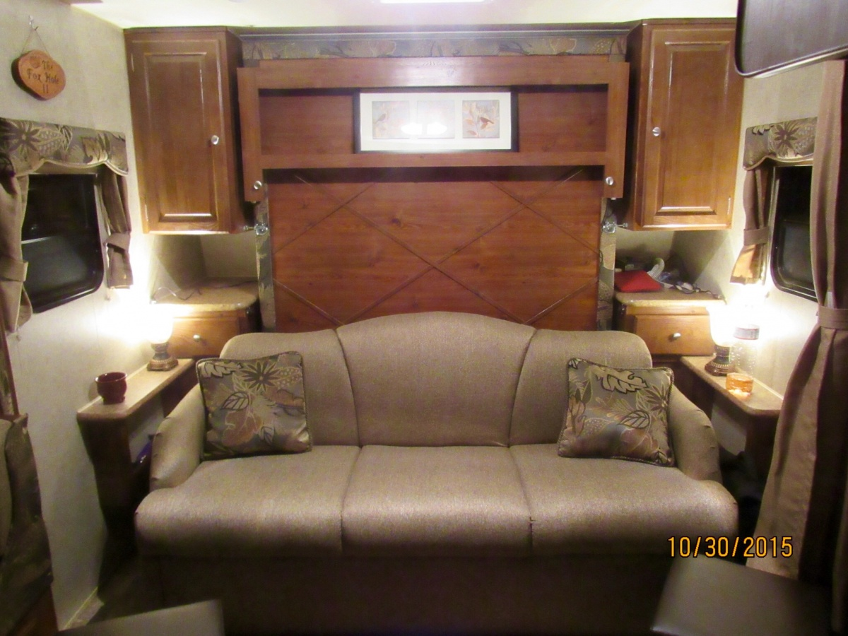 Click image for larger version  Name:camper living room.jpg Views:104 Size:304.9 KB ID:93765