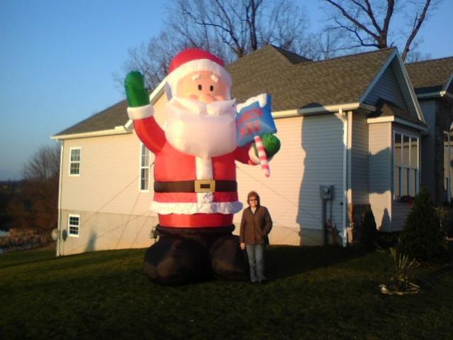 Click image for larger version  Name:16' Santa.jpg Views:132 Size:39.2 KB ID:9625